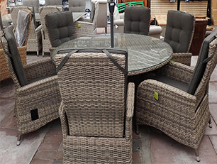 This is a 6 seater round patio dining set